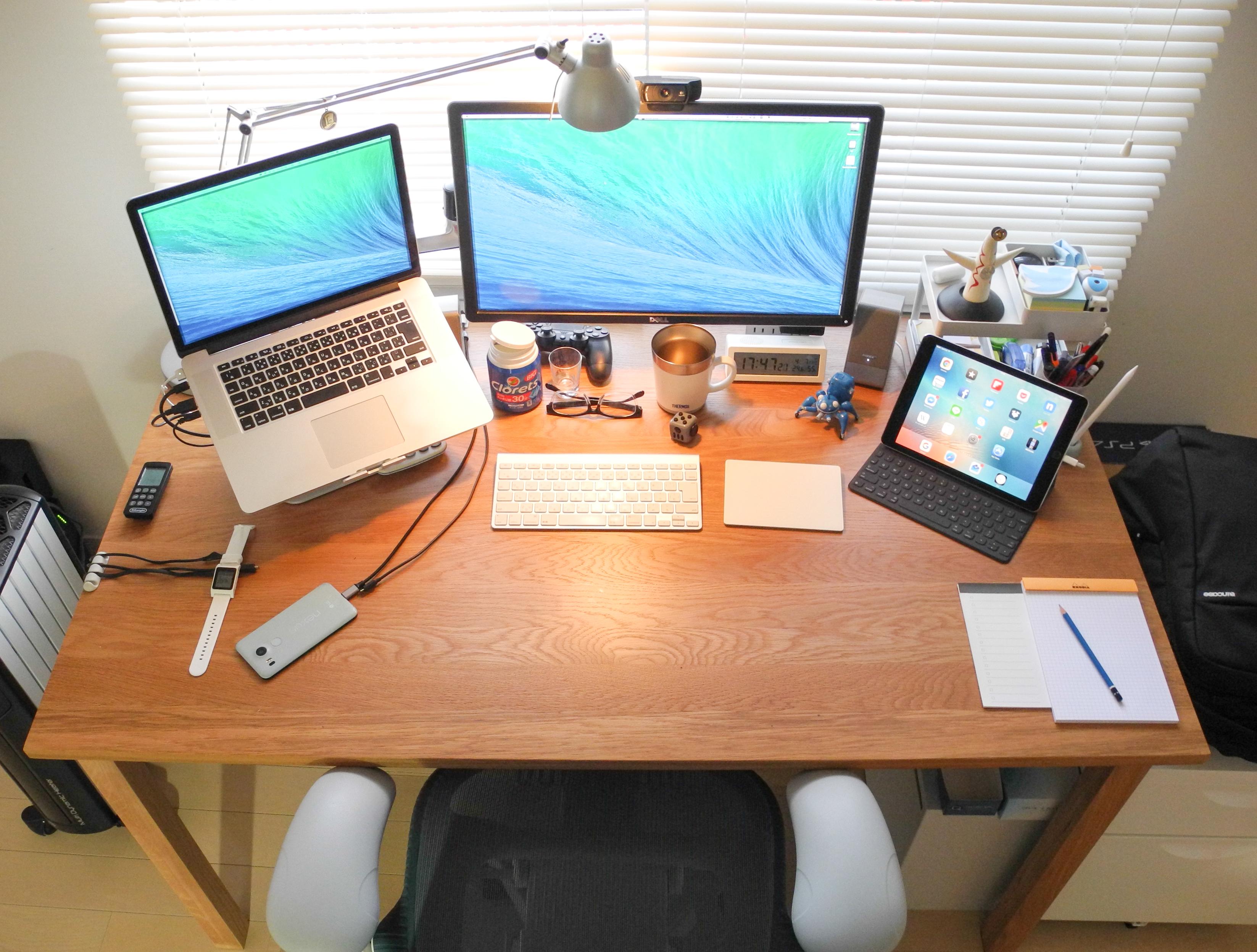 机の右下にはローディアのNo.16と無印良品のリストメモパッド、ステッドラーのBを置いています。 さらにiPad ProとApple  Pencilも近くに置いてあり、 ...